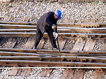 This rail worker faces many dangers every day. If you have been injured while working for a railroad company, call a Katy FELA attorney now.